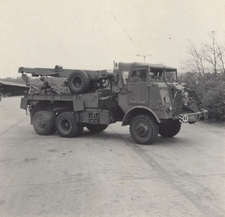 DEN BELS 211  Daf YB-616 Takelwagen    1:72